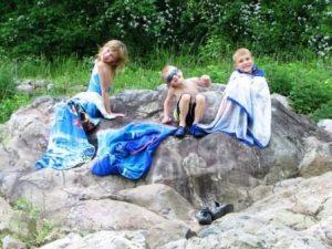 tn_1200_kids_008_sunbathing-448x336.jpg
